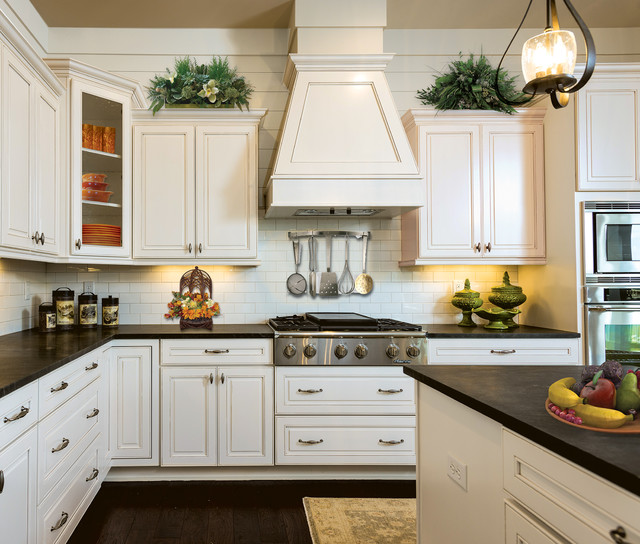 Superbe Monterey Maple Glacier With Pewter Glaze Traditional Kitchen