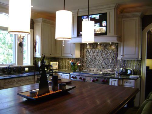 Mosaic Ellipse Kitchen Backsplash and Coordinating Field Tiles
