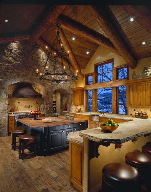 Colorado mountain home traditional kitchen phoenix for Mountain home designs colorado