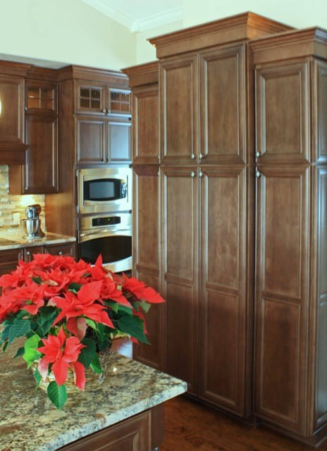 Mouser Centra Cabinetry new condo traditional-kitchen