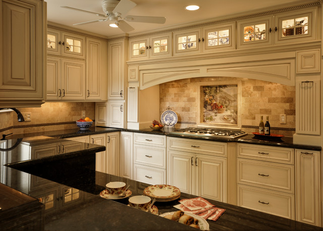 Muench Kitchen and Bath traditional-kitchen