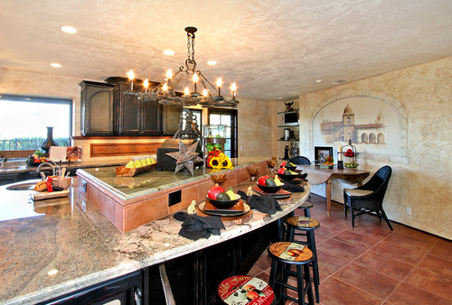 Lowered bar area in traditional kitchen