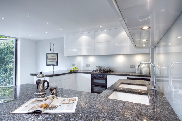 Muswell Hill N8: Contemporary Light Kitchen modern-kitchen