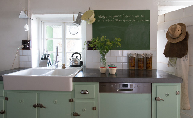 Kitchen inspiration 20 of the best country kitchens for Country kitchen inspiration