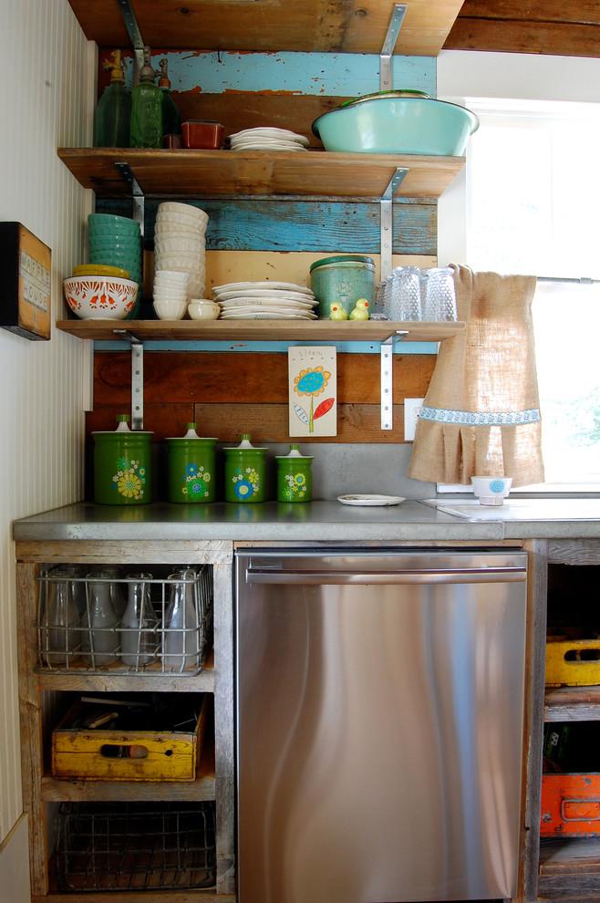 Kitchen - farmhouse kitchen idea in New York