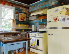 My Houzz: Colorful Vintage Finds fill a Chic Modern Farmhouse farmhouse kitchen