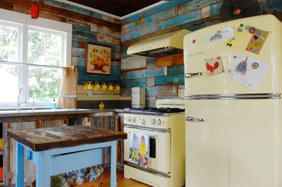 Example of a cottage l-shaped kitchen design in New York with multicolored backsplash and colored appliances