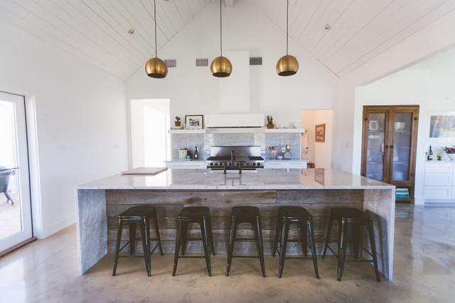 My houzz couple build their dream modern farmhouse style for Houzz cuisine moderne
