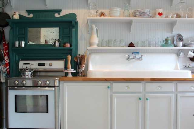 My Houzz: Scandinavian Simplicity Modernizes a 19th-Century Colonial traditional-kitchen