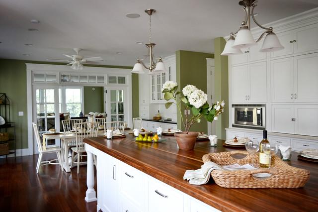 Beach cottage traditional-kitchen