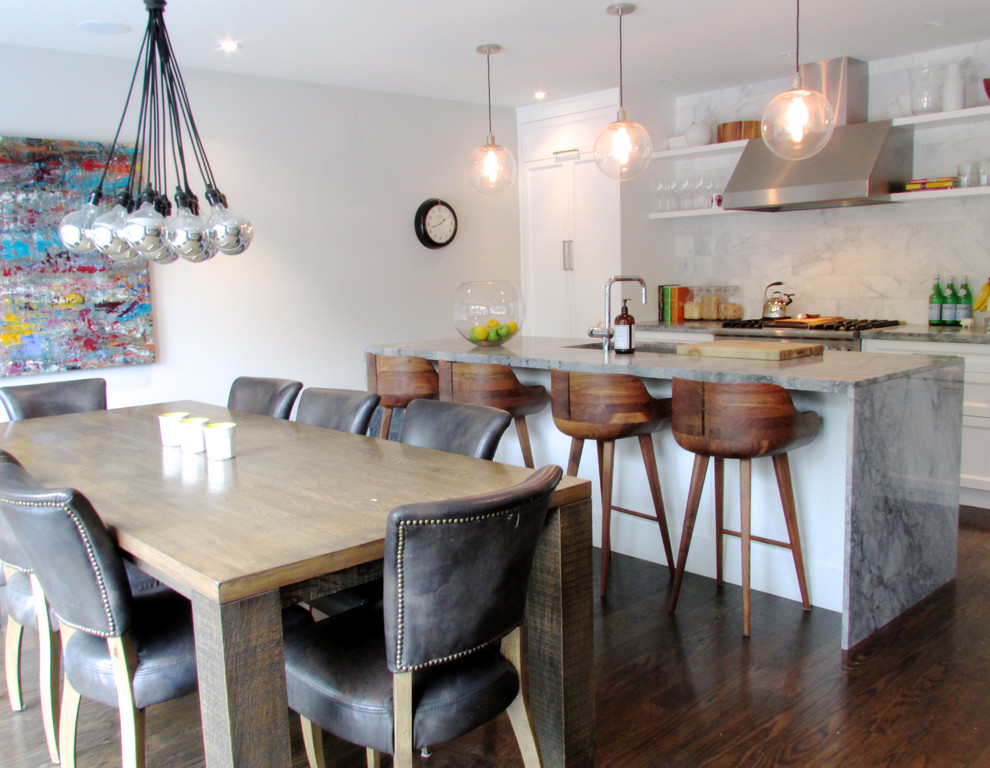 Example of a trendy kitchen design in Toronto