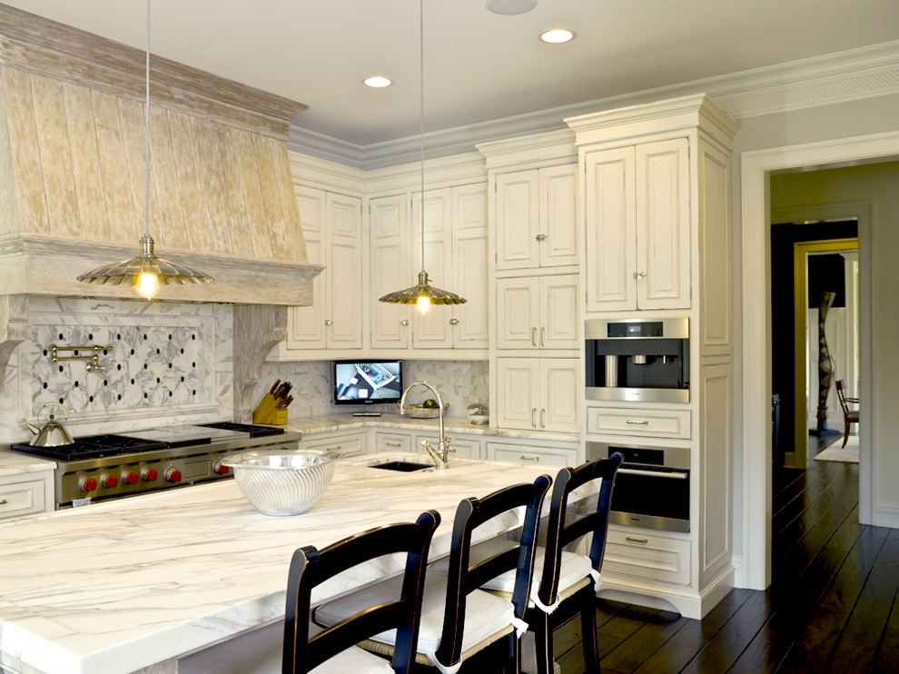 Example of a mountain style kitchen design in Chicago with stainless steel appliances