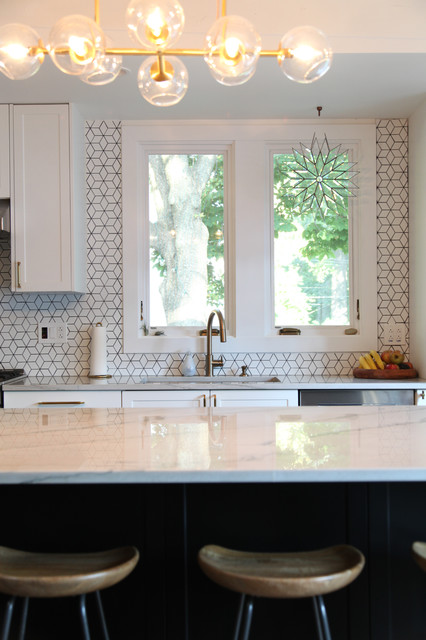 My Houzz: Updates Preserve the Character of a 1921 Bungalow midcentury-kitchen