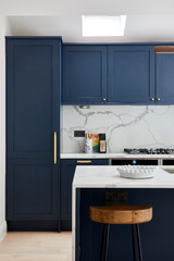 How to Choose a Splashback For a Dark Blue Kitchen