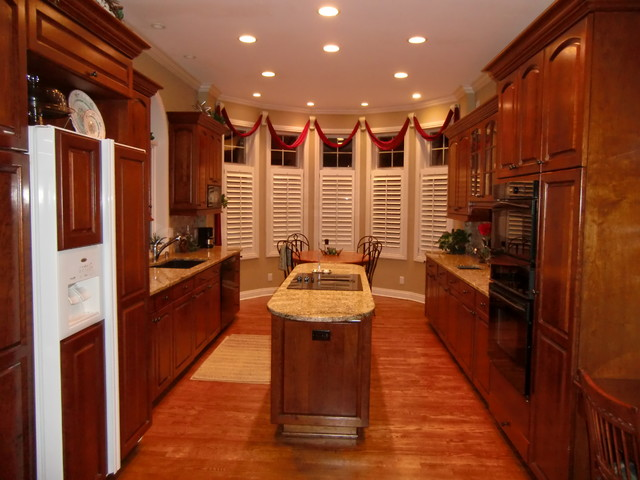 N E Courtney Dr Lee 39 S Summit Mo Traditional Kitchen Kansas City By Terry Hamilton