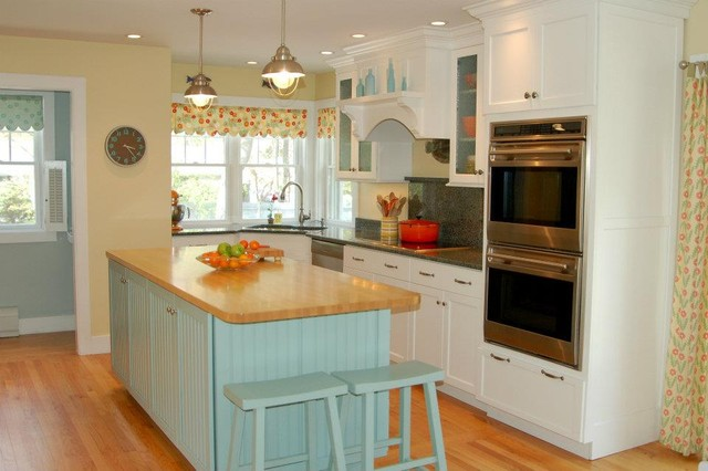 Nantucket inspired kitchen beach style kitchen for Beach inspired kitchen designs