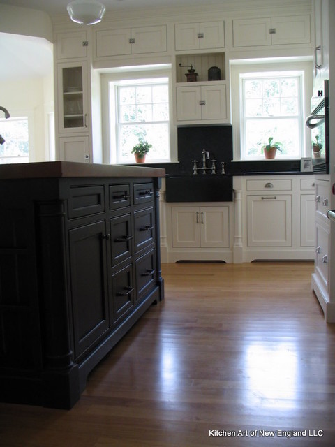 Nantucket off Island traditional-kitchen