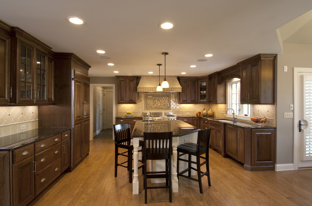 Naperville kitchen remodel traditional kitchen for Kitchen cabinets chicago