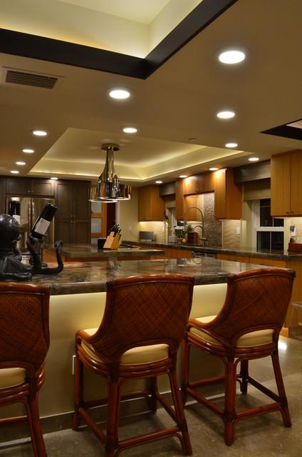 Kitchen - transitional kitchen idea in Miami