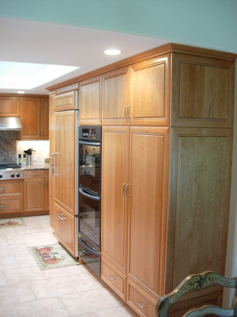 Natural Cherry Traditional Euro traditional-kitchen