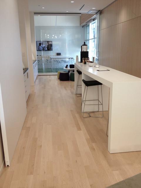 Natural hard maple hardwood flooring kitchen for Hardwood floors montreal