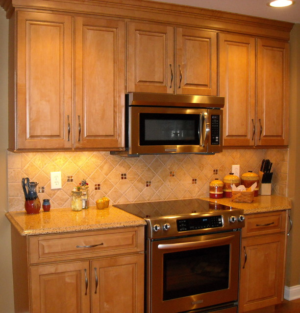 Natural maple cabinet kitchen remodel traditional for Cincinnati kitchen cabinets