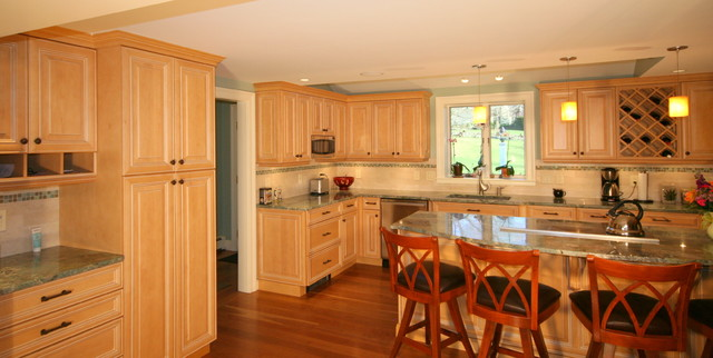 Natural maple kitchen with lime glaze traditional-kitchen