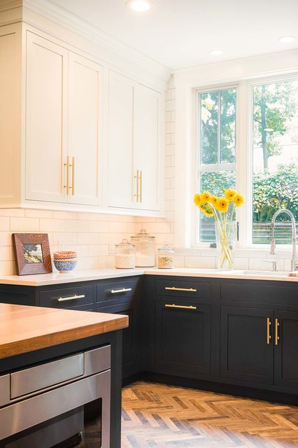 Navy And White Kitchen With Copper Accents Contemporary Kitchen St Louis By Karr Bick Kitchen And Bath Houzz Ie