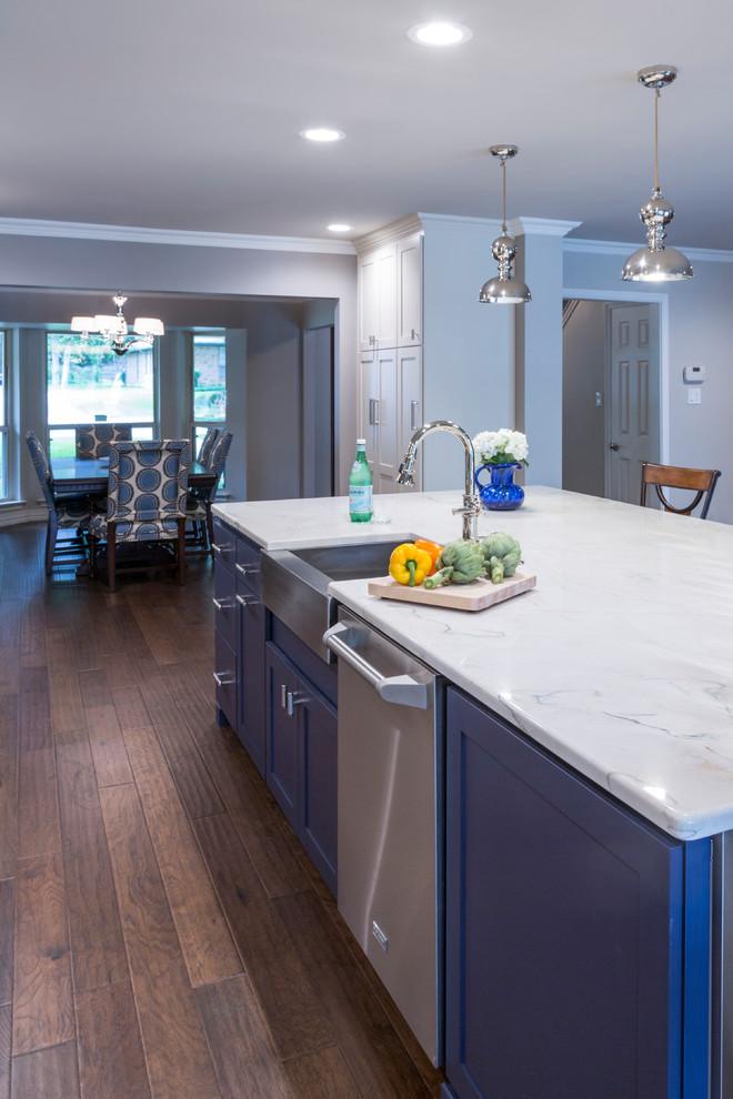 Kitchen - transitional kitchen idea in Dallas