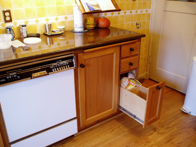 Neighbors Kitchen remodeling for better storage traditional-kitchen