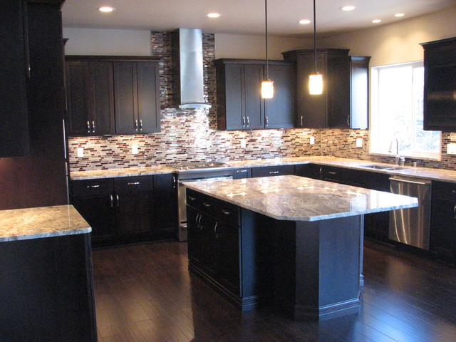 Netuno bordeaux granite on cherry espresso cabinets for Cherry bordeaux kitchen cabinets
