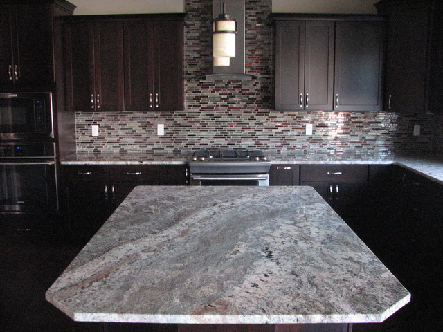 Netuno Bordeaux Granite On Cherry Espresso Cabinets