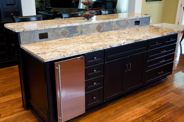 New Construction in Lakeview traditional-kitchen