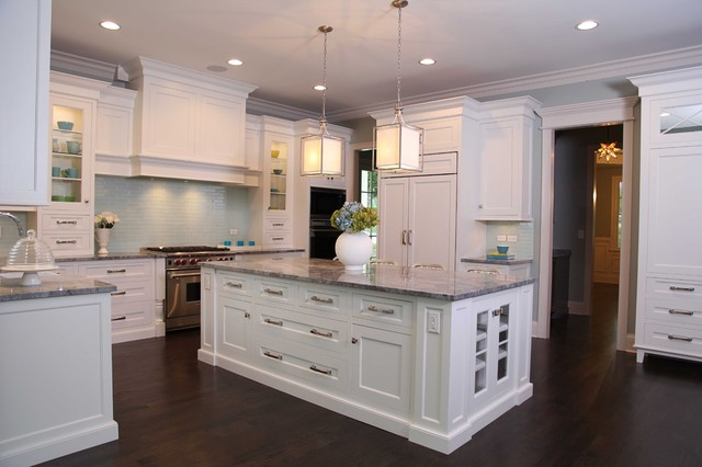 Merveilleux New England Style Home Traditional Kitchen