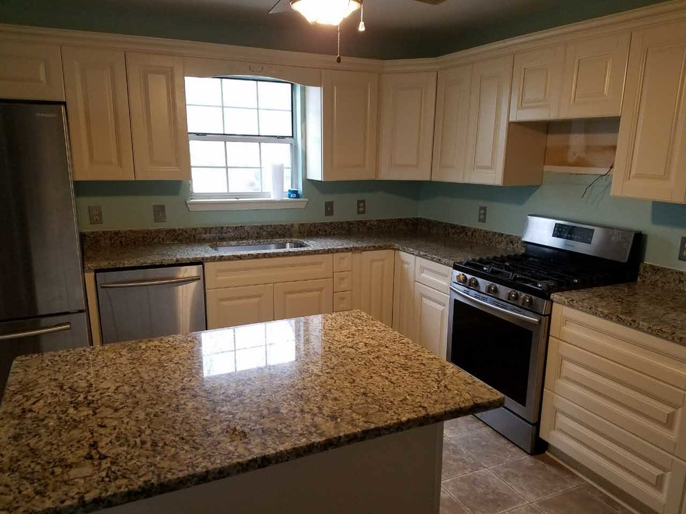 New Kitchen Cabinets And Counters In Alabaster Alabama Traditional Kitchen Birmingham By Southern Stone Inc