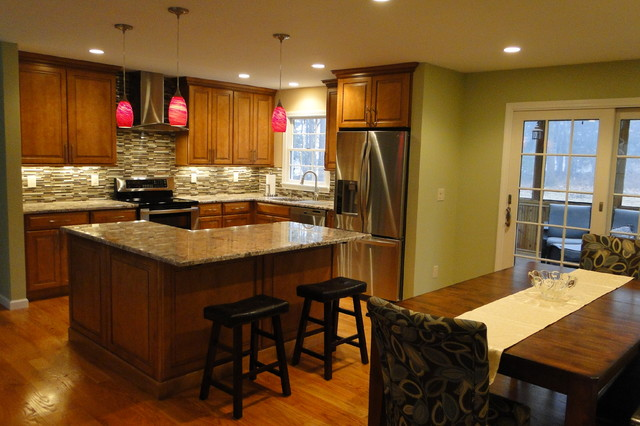 New Milford Traditional Maple Kitchen