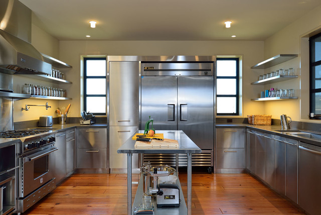 Large Trendy U Shaped Medium Tone Wood Floor Enclosed Kitchen Photo In  Boise With An