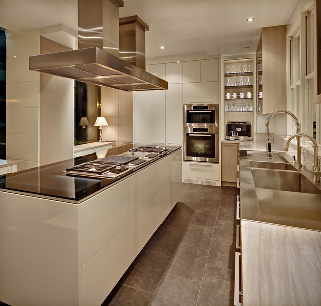 Inspiration For A Large Modern L Shaped Enclosed Kitchen In New York With Double