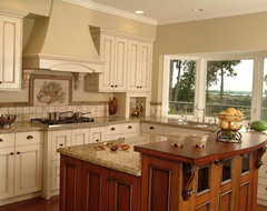 Traditional Kitchen or Country Kitchen traditional kitchen cabinets