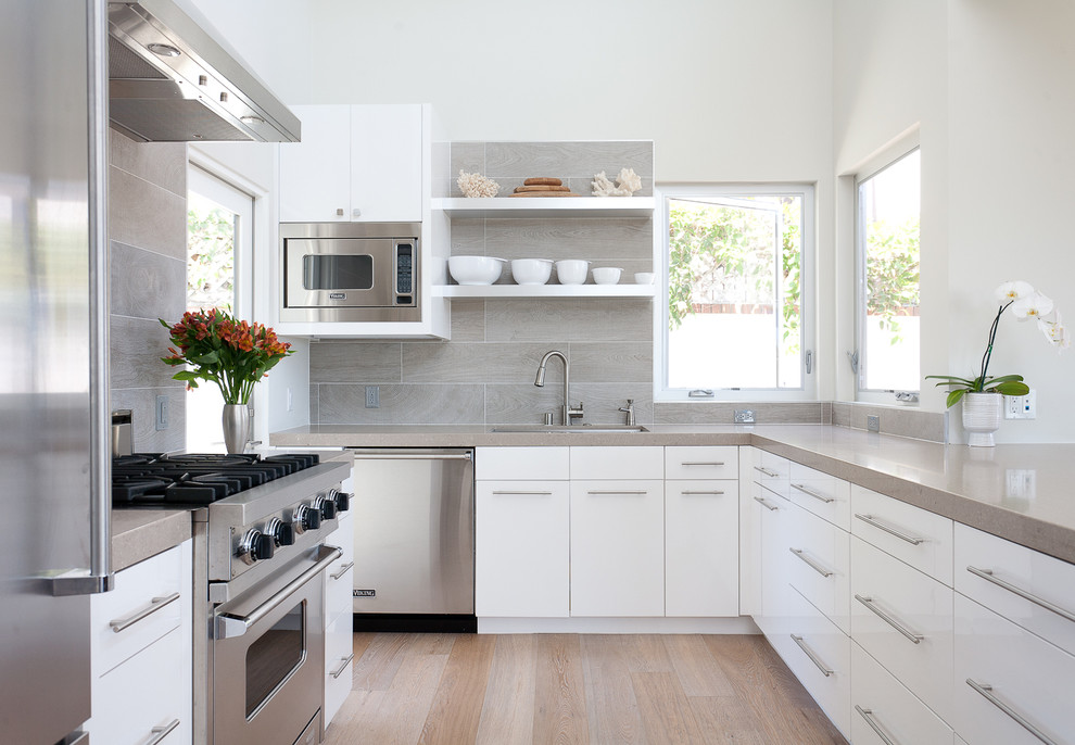 Example of a trendy kitchen design in Orange County