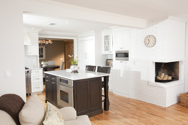 Nice, white and bright kitchen traditional-kitchen