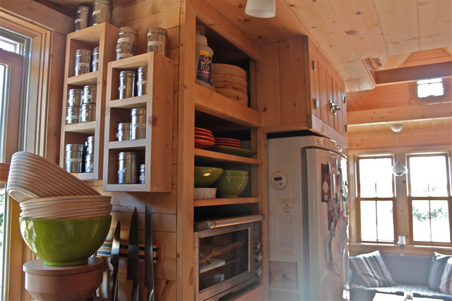 No 1 moschata tiny house on wheels traditional for Traditional small house