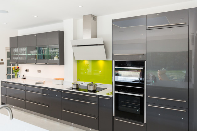 nobilia high gloss anthracite kitchen with long handle