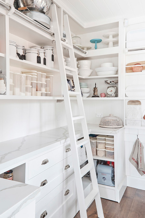 Kitchen pantry ideas -Farmhouse style kitchen - Houzz