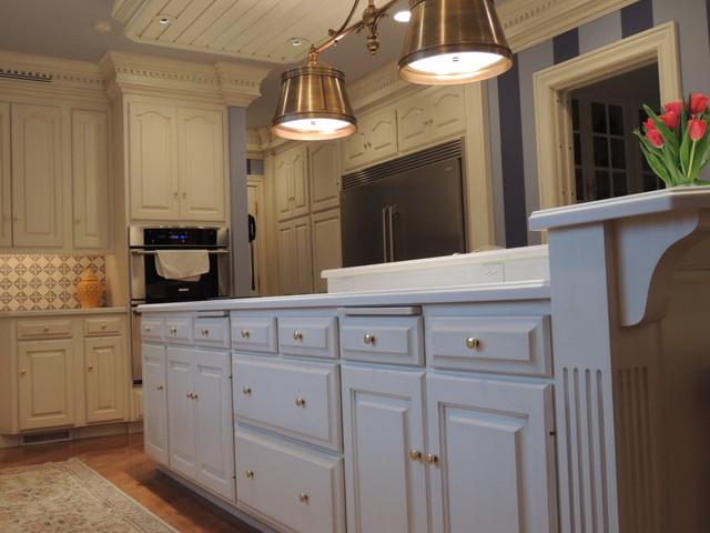 North Canton Kitchen - Re-model / paint&glaze finish traditional-kitchen