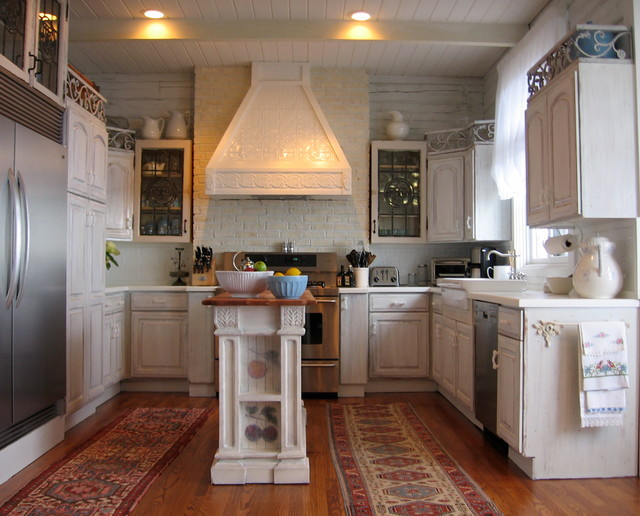 Mid Sized Contemporary U Shaped Light Wood Floor Eat In Kitchen Idea