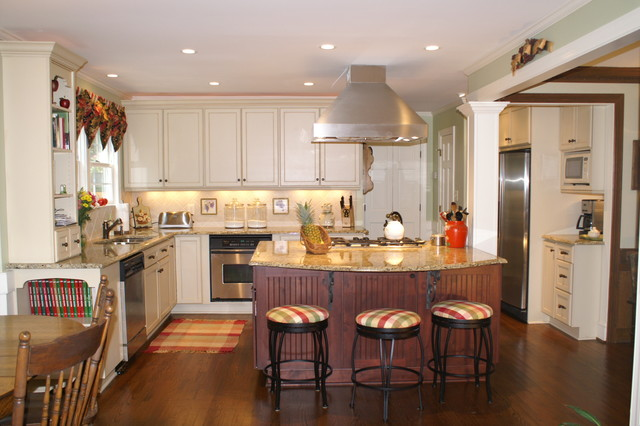 North Raleigh Kitchen Remodel Knotty Alder And Painted Cabinetry Traditional Kitchen