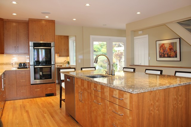 North Vancouver Kitchen Renovations traditional-kitchen