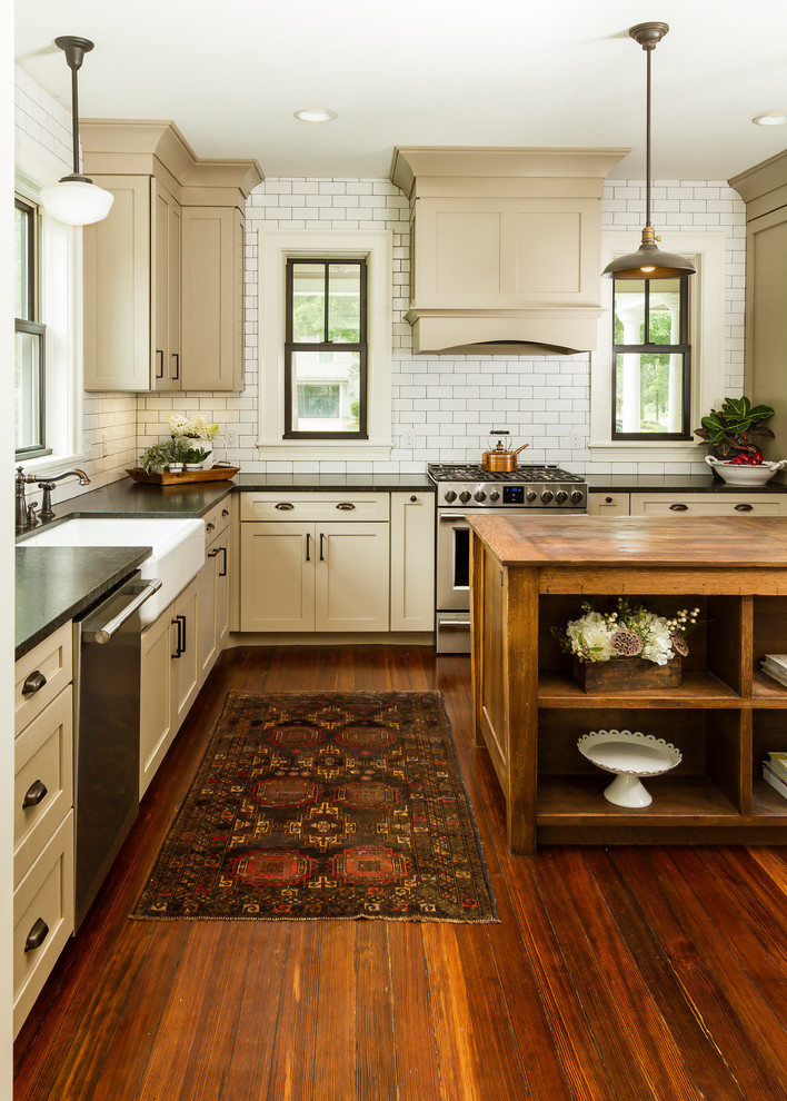 Inspiration for a cottage kitchen remodel in Minneapolis