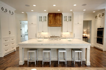 Traditional Kitchens With Islands